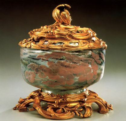 Emil Halle: Vase with cover Hydrangea