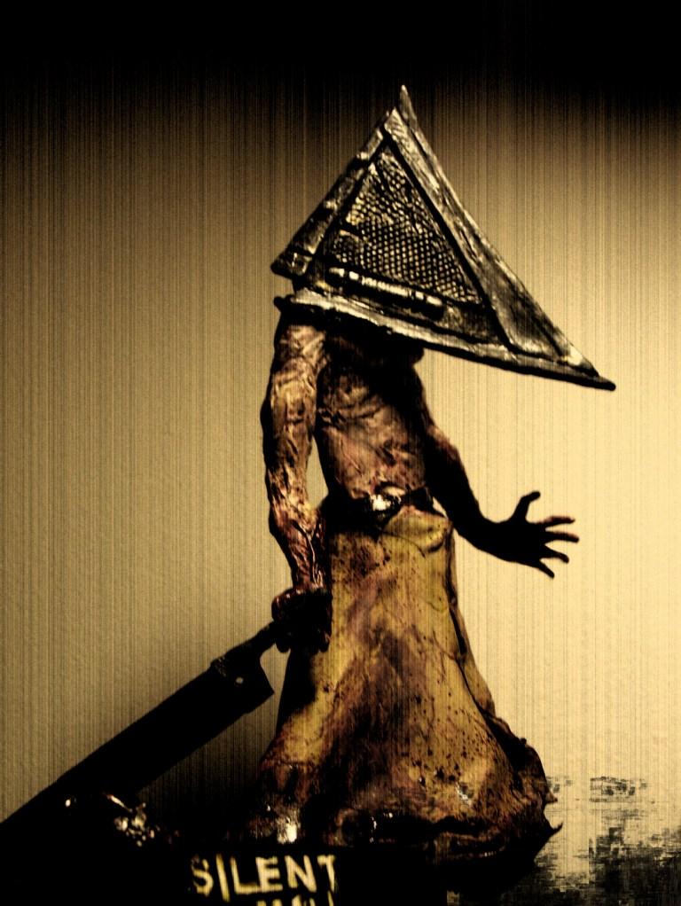 Les Antagonistes Dphclub.com_1203530170silent_hill_pyramid_head_by_fabreeze